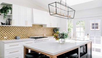 Glamour-Kitchen-Sable-on-Palm-1410x987